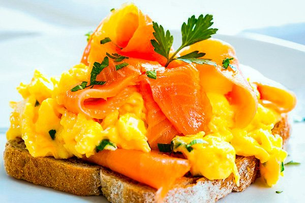 Eggs with smoked salmon